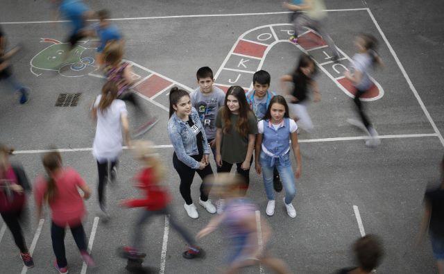 Z vse več priseljenimi otroki se spopadajo tudi v drugih osnovnih šolah po državi, ne samo v Izoli. Foto Leon Vidic