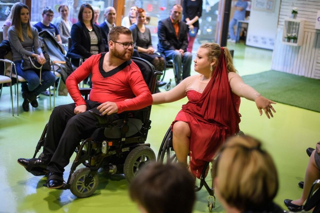 Poligon za učenje spretnejše vožnje z invalidskim vozičkom