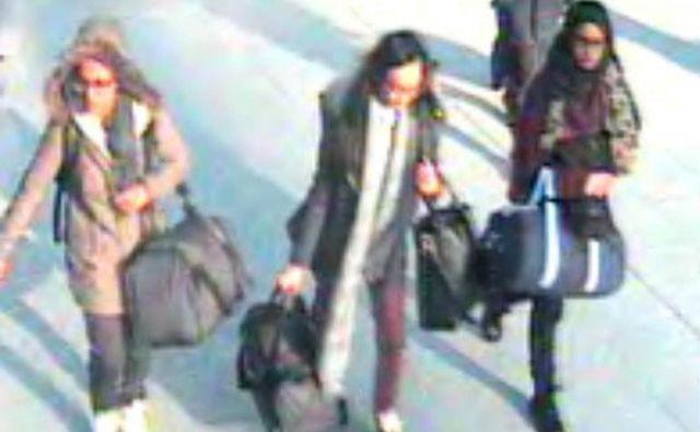 Tako so Amira Abase, Kadiza Sultana in Shamima Begum leta 2015 zapustile London. Odpravile so se k Islamski državi. FOTO: AFP