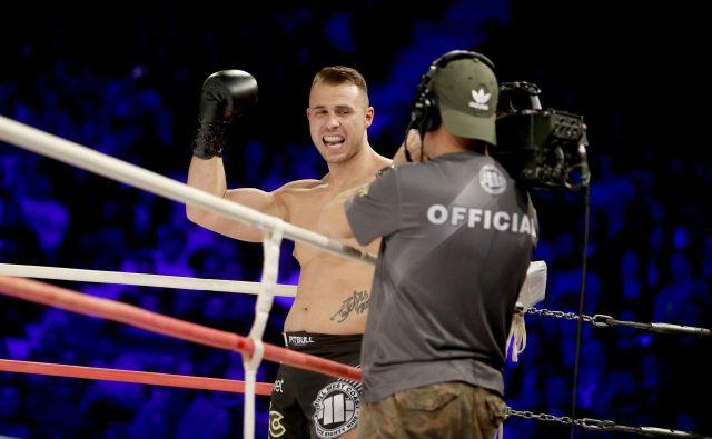 Ljubljanski boksar Haris Aksalič je vknjižil drugo zaporedno profesionalno zmago, potem ko je ekspresno opravil z Libanonce Mohamedom Azabom. FOTO: Roman Š�ipić