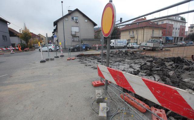 Gradbena dela na Drenikovi ulici bodo potekala vsaj do 3. marca. FOTO: Mavric Pivk/Delo