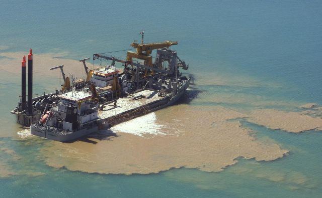 Pesek za gradnjo dubajskega otoka v obliki palme. FOTO: Steve Crisp/Reuters