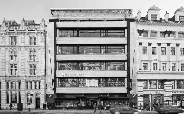 Knjigarna Waterstones v znameniti modernistični Simpsonovi blagovnici na londonskem Piccadillyju, ena največjih knjigarn na svetu. Foto Waterstones