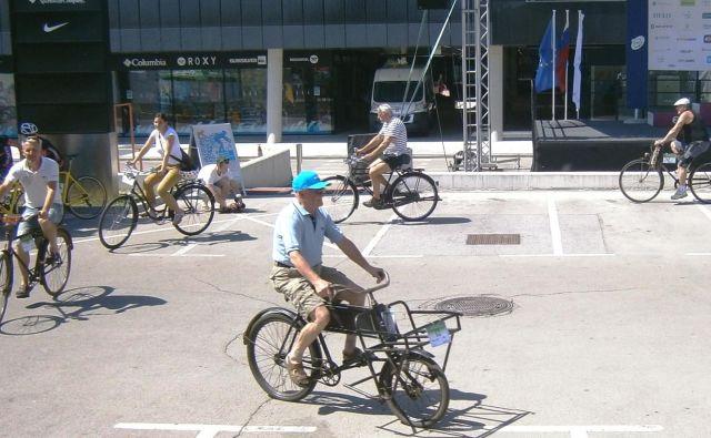 Pomembna sta dobro počutje in dobra volja, kolo pa je lahko novo ali staro. Foto Andrej Krbavčič