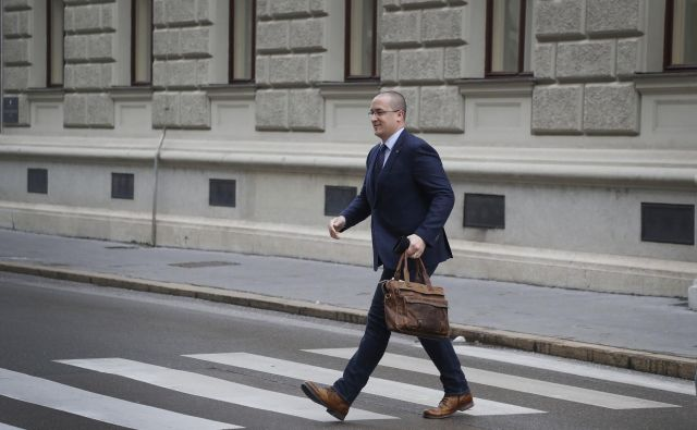 Minister za okolje Jure Leben se ne more izogniti novim očitkom v zvezi z maketo drugega tira železniške proge. FOTO: Leon Vidic/Delo