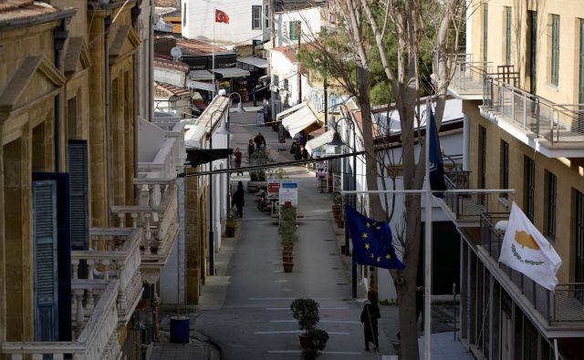 Meja med ciprskim in turškim delom Nikozije. FOTO: Reuters