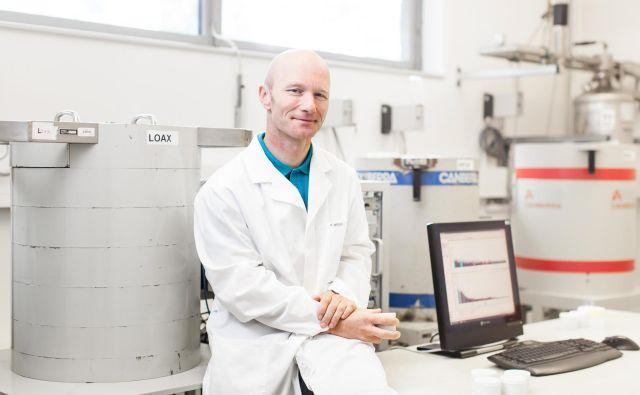 Dr. Gregor Omahen že četrt stoletja meri stopnjo radioaktivnosti in sevanja.<br /> Foto arhiv ZVD