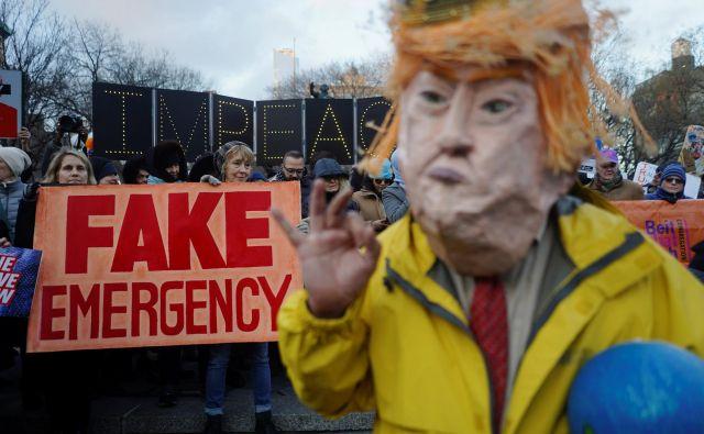 Na dan predsednika je 16 zveznih držav s Kalifornijo na čelu vložilo tožbo proti Trumpu. FOTO: Go Nakamura/Reuters