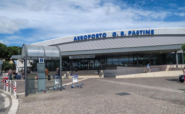 Potnike so pravočasno evakuirali. FOTO: Schutterstock.com