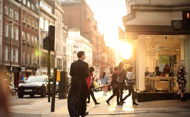 Vatikanske smernice: duhovnik, ki ima otroka, naj se laizira, naj zapusti duhovniški stan in naj se posveti svojemu otroku. FOTO: Jure Eržen/Delo