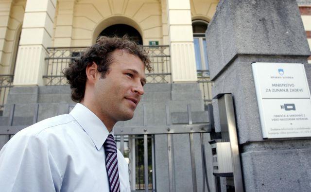 Golob je javnosti znan kot žvižgač. Leta 2001 je kot vicekonzul na veleposlaništvu v Zagrebu prijavil nekatere nezakonitosti v vizumskem poslovanju in ostal brez službe. FOTO: Voranc Vogel/Delo