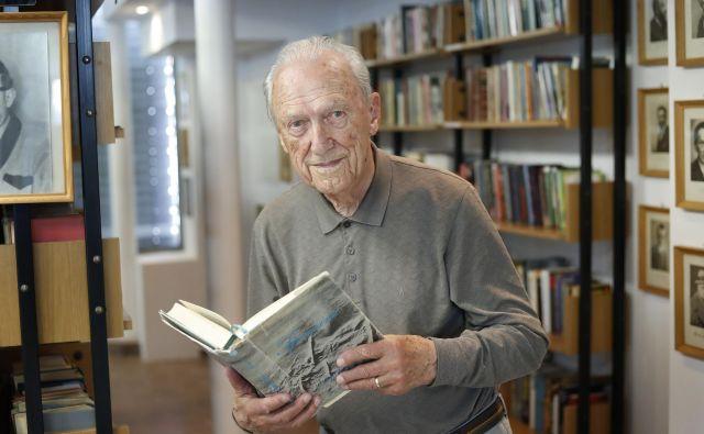 Dr. Ignac Voje je ministrstvo za zdravje opozoril, da bi domovom za starejše morali vsaj delno priznati status negovalne bolnišnice. Na ministrstvu so se s tem strinjali. Foto Leon Vidic