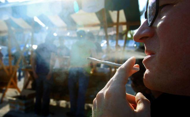 Opuščanje kajenja je koristno za zdravje v katerem koli starostnem obdobju, toda mnogim brez pomoči to ne uspe. Foto Blaž Samec