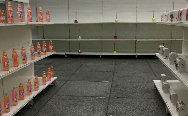 V državnih trgovinah ni veliko proizvodov, a so natančno postavljeni. FOTO: Aljaž Vrabec
