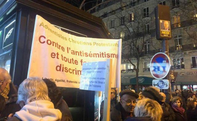 Številni ljudje v Parizu imajo dovolj nasilja. FOTO: Mimi Podkrižnik