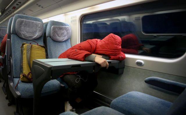 Zjutraj v Ljubljano vozi pravzaprav le en uporaben vlak – ICS s številko 11 z odhodom iz Maribora ob 5.40 je v Ljubljani načeloma ob 7.45. FOTO: Tadej Regent/Delo