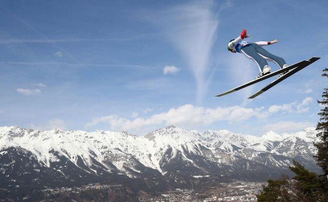 Peter Prevc je bil zadovoljen s svojima včerajšnjima skokoma na uradnem treningu v Innsbrucku. FOTO: Reuters