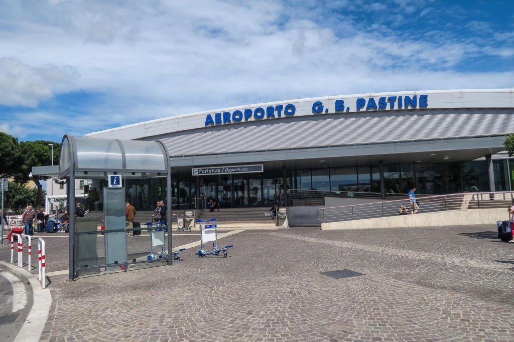 Rimsko letališče Ciampino zaprli zaradi požara