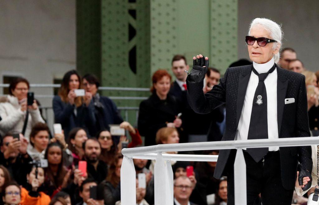 FOTO:Umrl je Karl Lagerfeld
