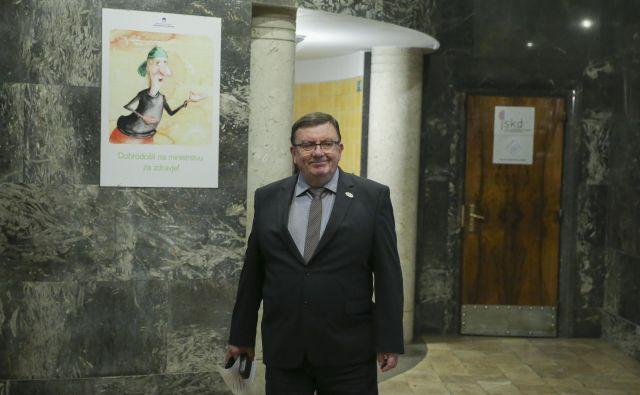 Minister za zdravje Samo Fakin se na novinarski konferenci 11. februarja ni počutil najbolje. FOTO: Jože Suhadolnik/Delo