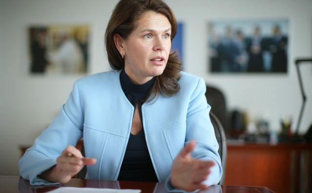 Bratuškova na srečanju z župani v Ribnici ni govorila o konkretnih ukrepih in načrtih. FOTO: Jure Eržen/Delo