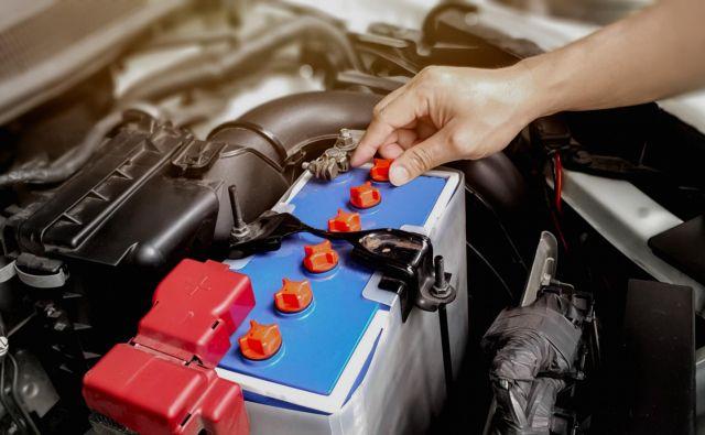 Občasno je dobro, da stanje akumulatorja preveri tudi serviser.<br /> Foto Shutterstock