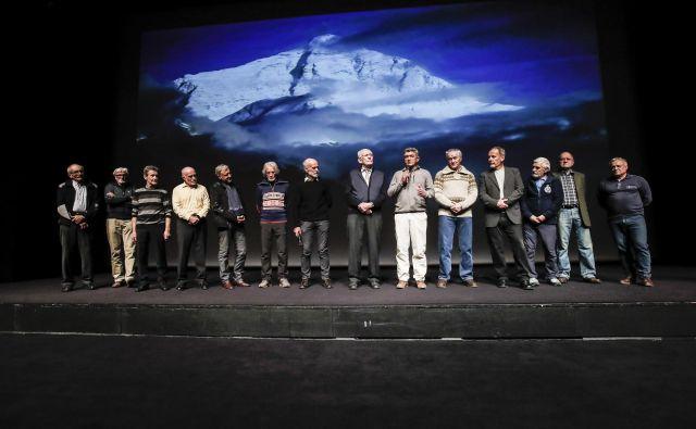 Štirinajst članov odprave na Everest leta 1979, ki je pred štirimi desetletji napisala nepozabno zgodbo. FOTO: Uroš Hočevar