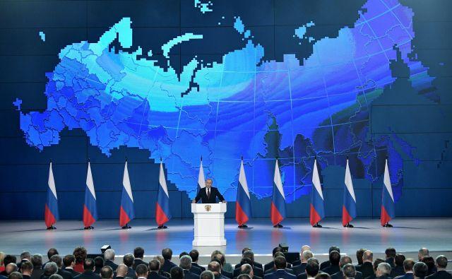 Najbolj aktualno vprašanje v odnosih med Rusijo in ZDA je po Putinovih besedah ameriška enostranska odpoved sporazumu o uničenju jedrskih izstrelkov kratkega in srednjega dosega. FOTO: Sputnik/Reuters