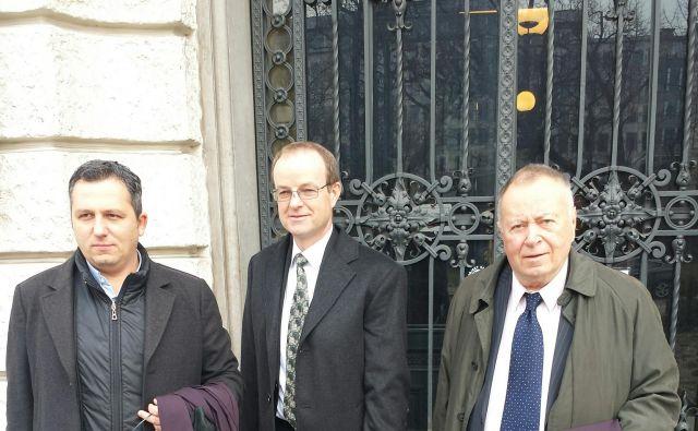 Franc Klopčič skupaj z odvetnikoma Luigijem Varanellijem (levo) in Jožetom Hribernikom (desno). Foto: Jure Predanič