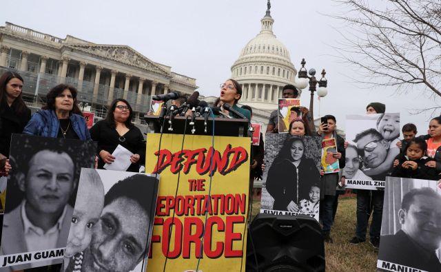 Newyorška poslanka Alexandria Ocasio-Cortez (D-NY) je postala nov simbol zasuka dela Američanov k političnim rešitvam, ki so jih nekoč zmerjali s »socialističnimi«. FOTO: Reuters