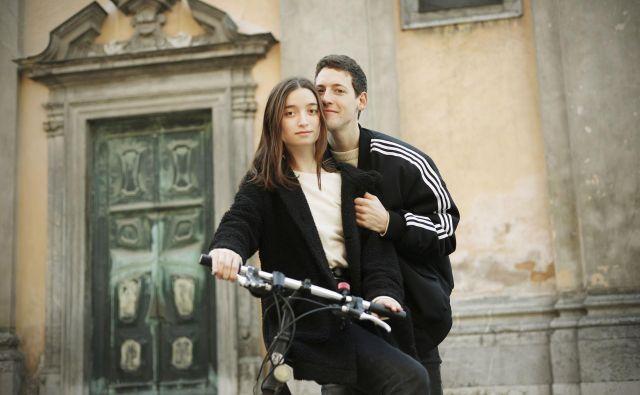 Zala Kralj in Gašper Šantl; tudi s kolesom bi lahko šla v Tel Aviv.<br /> Leon Vidic