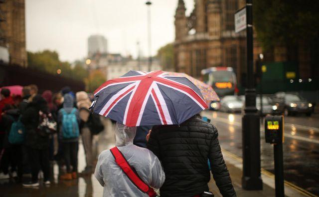Britanci očitno niso v nič kaj zavidljivi poziciji, v katero so se sicer spravili sami, a to ne pomeni, da mora EU zgolj opazovati, kako se njena članica in pomembna financerka potaplja. Foto: Jure Eržen/Delo