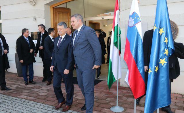 Predsednika parlamentov Madžarske in Slovenije Laszlo Köver in Dejan Židan sta se najprej v Lendavi sestala s predstavniki madžarske manjšine. FOTO: Jože Pojbič