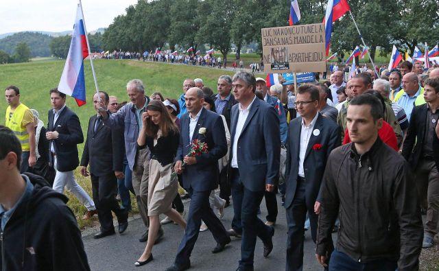 Janez Janš�a (na fotografiji med odhodom na prestajanje kazni na Dob 20. junija 2014) je za rešetkami nezakonito prebil 176 dni. Foto Leon Vidic