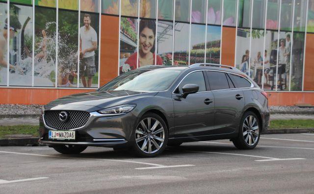 Mazda6 je po šestih letih dobila nekaj posodobljenih podrobnosti na zunanjosti, a njena oblika je v resnici še vedno sveža in ne potrebuje resnejših sprememb. Foto Gregor Pucelj
