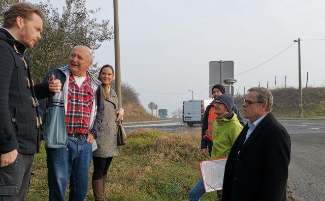 Delovni sestanek za ureditev krožišča Belveder. Župan Danilo Markočič skrajno desno. Foto Boris Šuligoj