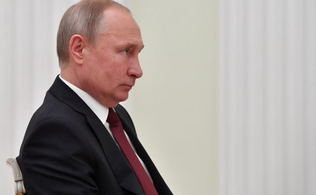 Putin ima pri ljudeh še vedno podporo, »o kateri njegovi kolegi lahko samo sanjajo«. FOTO: Reuters