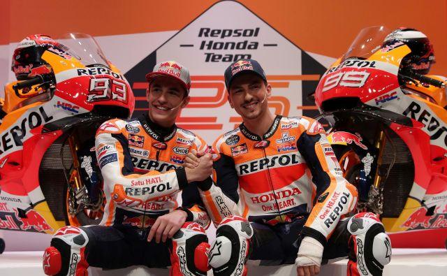 Petkratni prvak motogp Marc Marquez (levo) in trikratni šampion Jorge Lorenzo se po letih rivalstva veselita sodelovanja pri Hondi. FOTO: Reuters