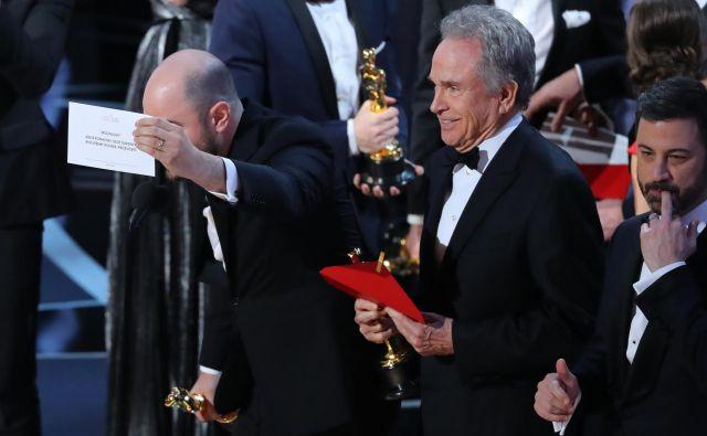 Zmešnjava ob podelitvi oskarja za najboljši film: Dežela La La ali Mesečina? FOTO: Reuters