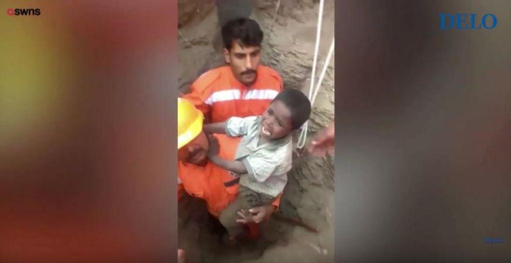 Šestletni Ravi po 16 urah reševanja iz 60 metrov globokega jaška na varnem (VIDEO)