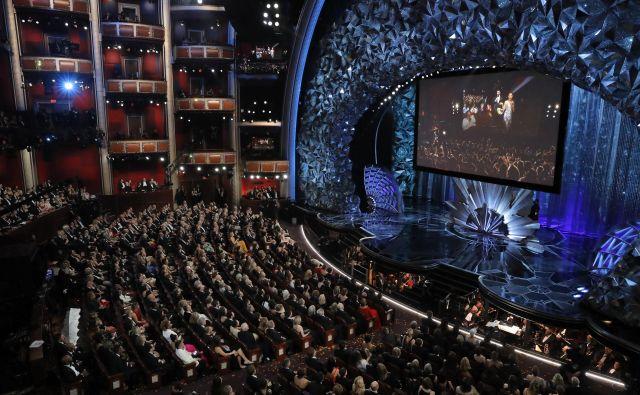 Lanski voditelj Jimmy Kimmel se ni izognil temi spolnega nadlegovanja in politike. In seveda Hollywooda. Foto Reuters