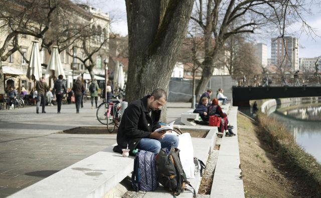 Podnevi je februarja prav prijetno tudi zunaj, danes naj bi bilo drugače. FOTO: Leon Vidic/Delo