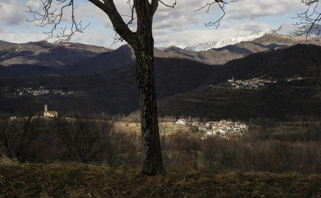 Panoramski pogled iz Spodnjega Tarbija na vasi Černetiči in Oblica. Benečija ima velik turistični potencial. Foto Uroš Hočevar