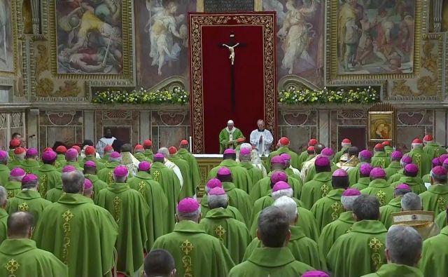 Zadnji dan srečanja škofov in papeža Frančiška, na katerem so štiri dni razpravljali o spolnih zlorabah mladoletnikov v cerkvi. FOTO: Reuters