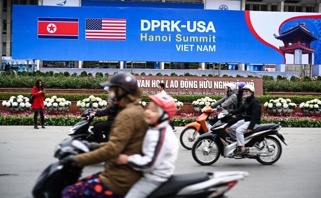 V Hanoju so pripravljeni na srečanje med Donaldom Trumpom in Kim Džong Unom. FOTO: AFP