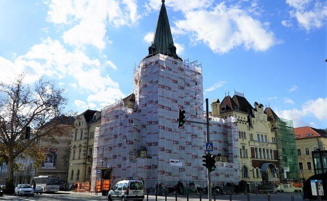 Obnavljanje zgodovinske fasade Celjskega doma. FOTO: Brane Piano