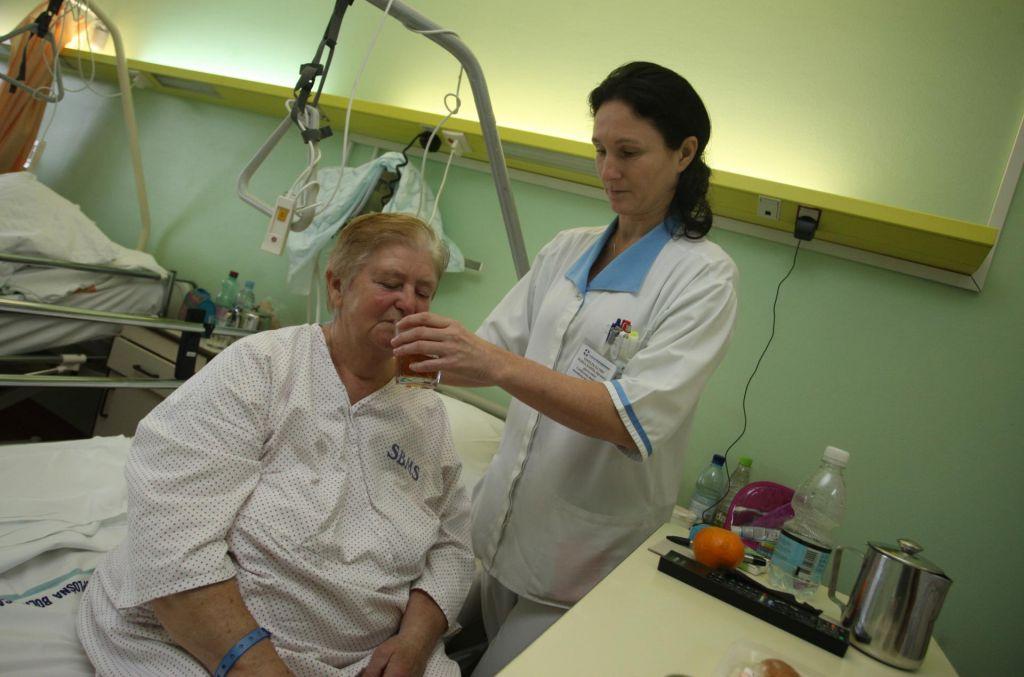 FOTO:Sprenevedanje o zdravstveni negi je kot jara kača