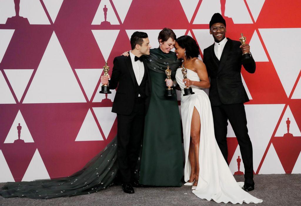 FOTO:Rami Malek s kipcem za vlogo Mercuryja, najboljša igralka Olivia Colman, za film izbrali Zeleno knjigo (FOTO)