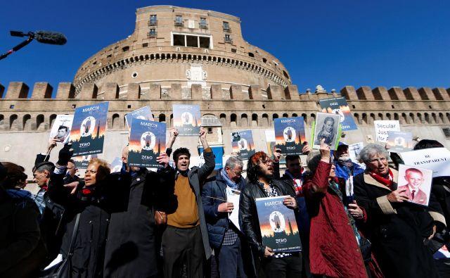 Protestni pohod po Rimu do Vatikana. FOTO: Reuters