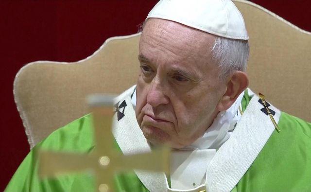 Papež Frančišek oster do duhovnikov, ki zlorabljajo otroke, a konkretnih ukrepov ni naštel.Foto: Reuters